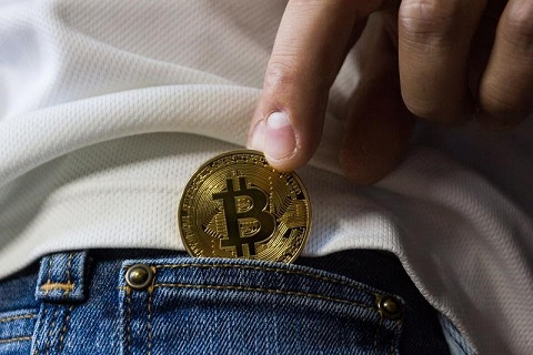 Bitcoin in Hosentasche stecken